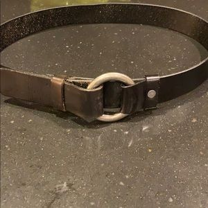 Black leather women's Belt sz Small-silver buckle.